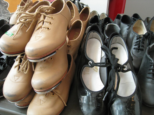 many tap shoes